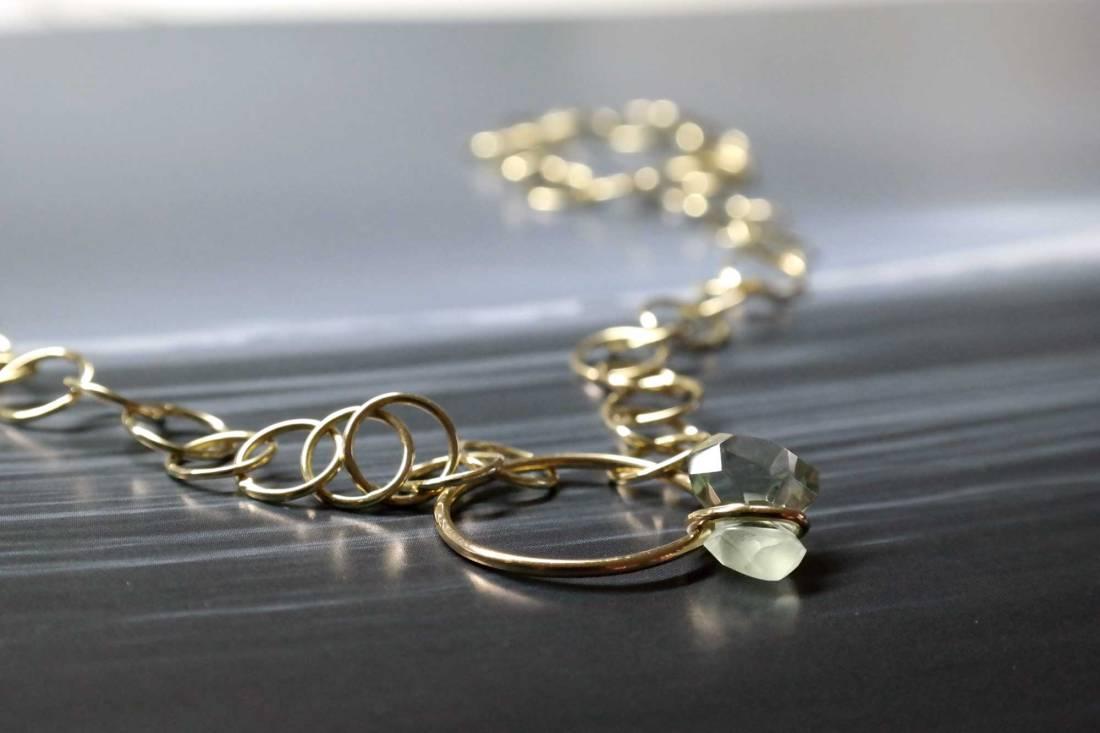 Goldkette-mit-Prehnit
