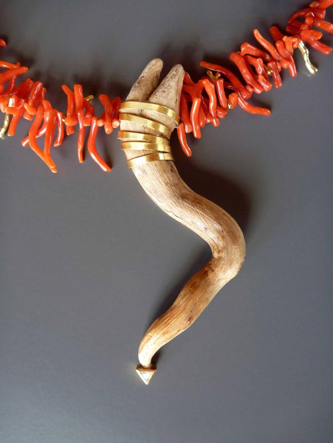 Koralle-mit-Holz