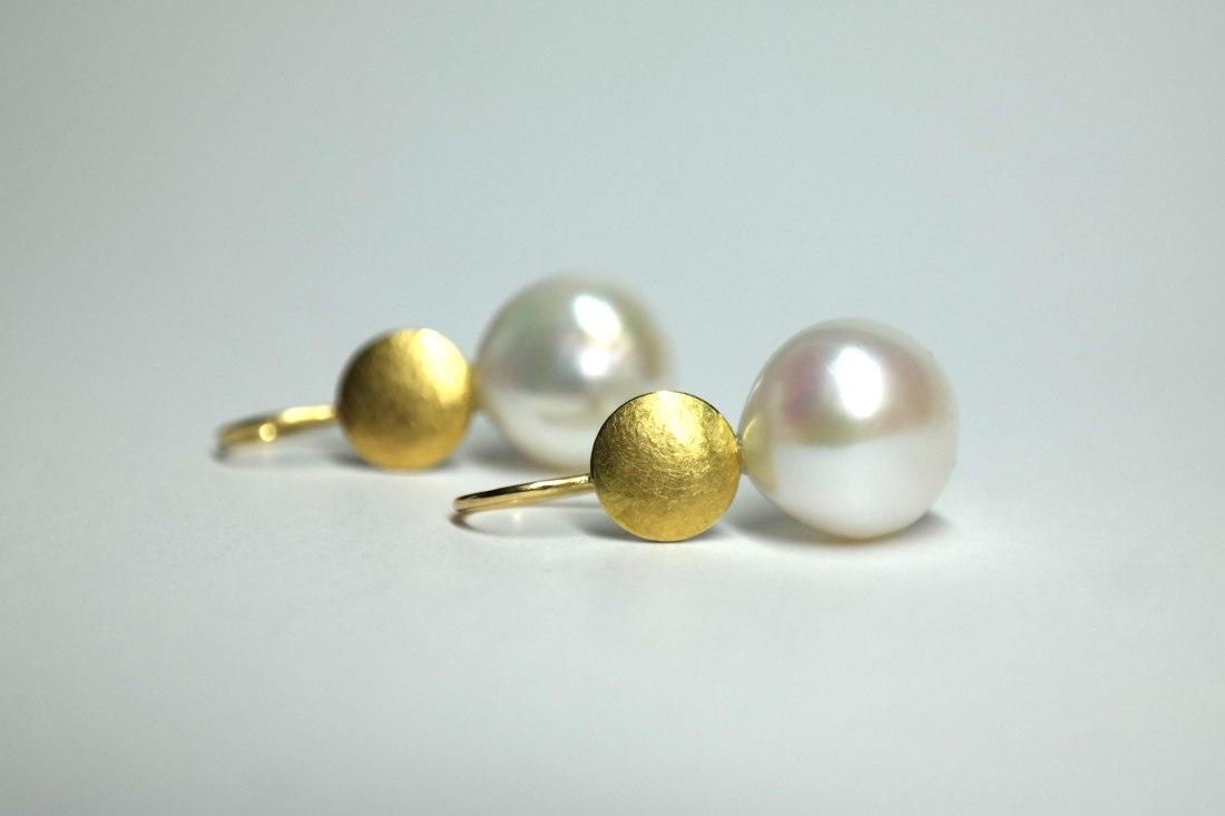 Perle-mit-Gold-liegend