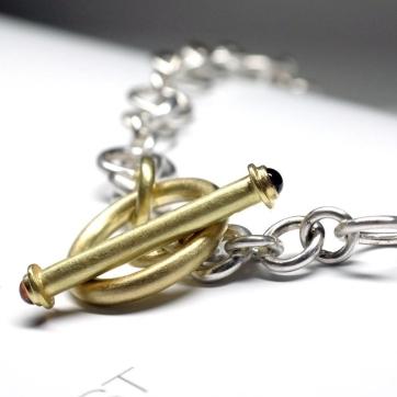 Silberkette-mit-Goldknebel-und-Granat-2