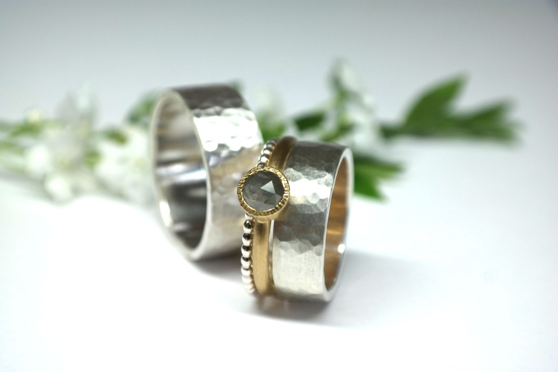 Silberringsteckring-mit-Goldring-mit-grauem-Diamant