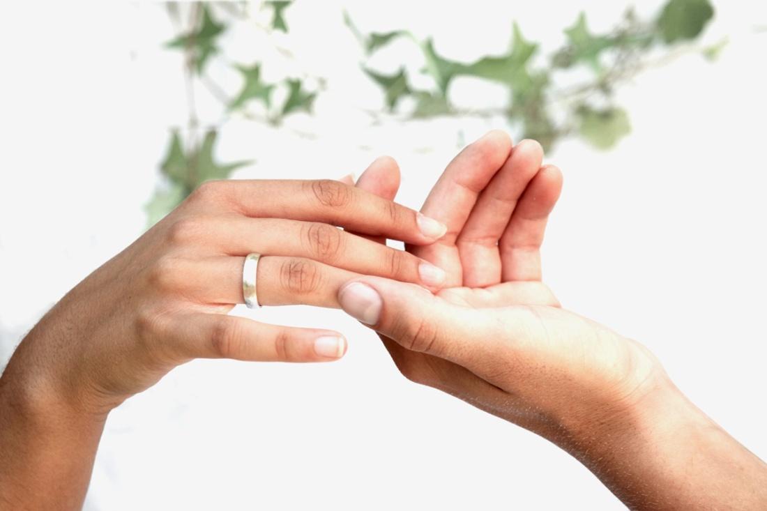 streichelnde-hand