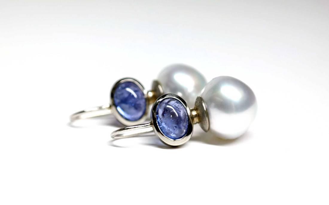 Tansanit-mit-Perle-liegend
