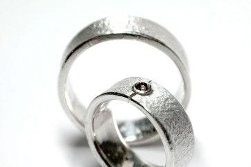 Trauringe aus Silber mit braunem Brillant für die Frau