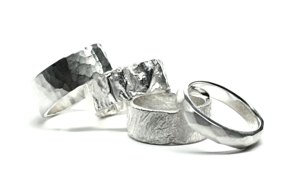 4-Silberringe-mit-Oberflachenstruktur