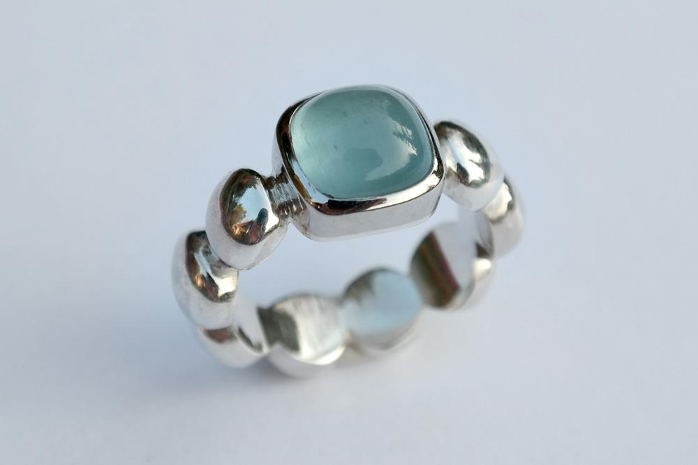 Aquamarin-Silberring mit Nuggetstruktur